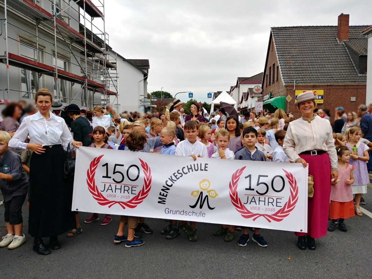 150 Jahre Menckeschule meets Erntefestumzug