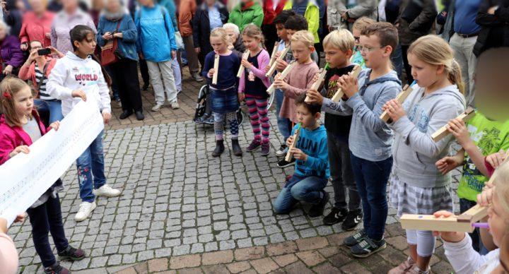 Die 2. Klassen mit den Melopipes bei den Orgeltagen